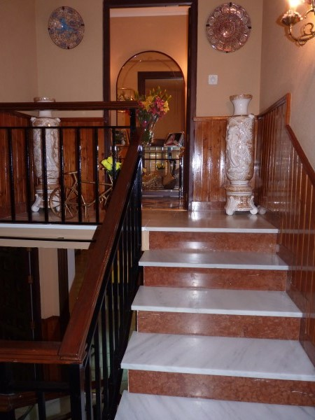 Well located enormous family home, 5 bedrooms, Garage.properties/12/04.jpg