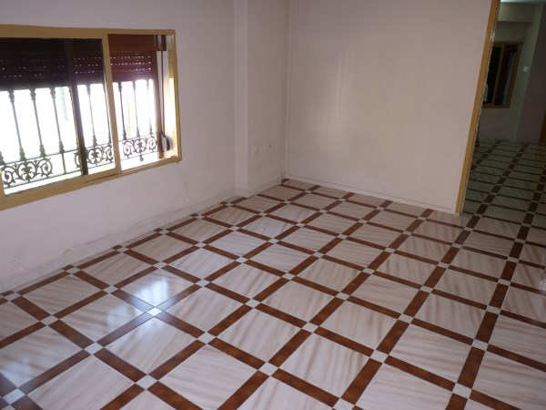 Well located enormous family home, 5 bedrooms, Garage.properties/12/06.jpg