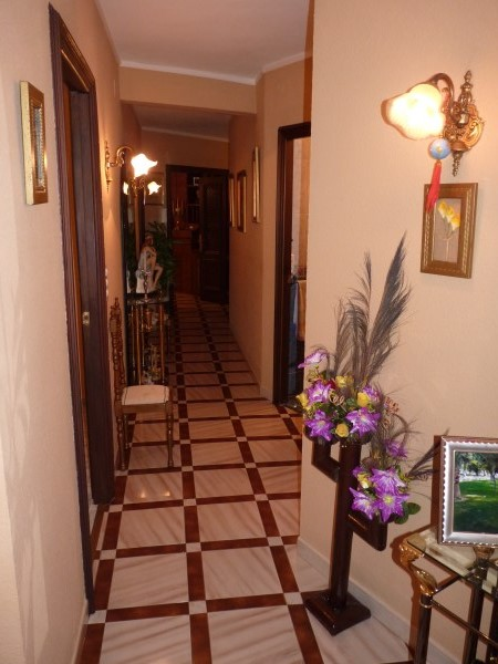 Well located enormous family home, 5 bedrooms, Garage.properties/12/07.jpg