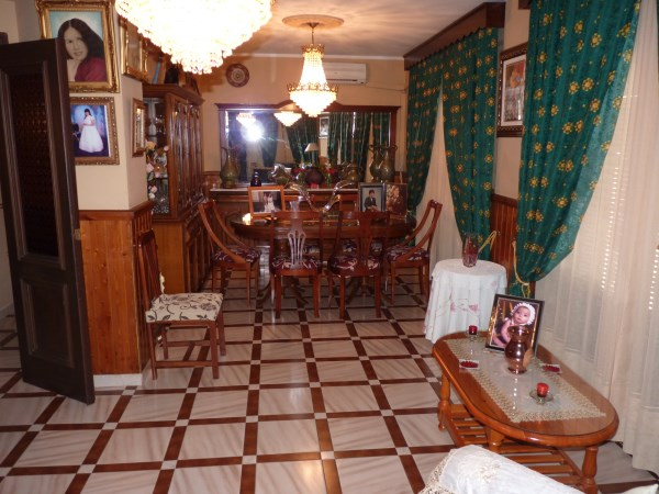 Well located enormous family home, 5 bedrooms, Garage.properties/12/08.jpg