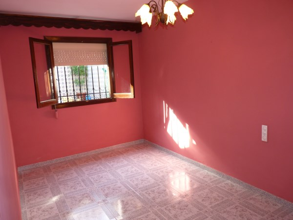 Well located enormous family home, 5 bedrooms, Garage.properties/12/11.jpg