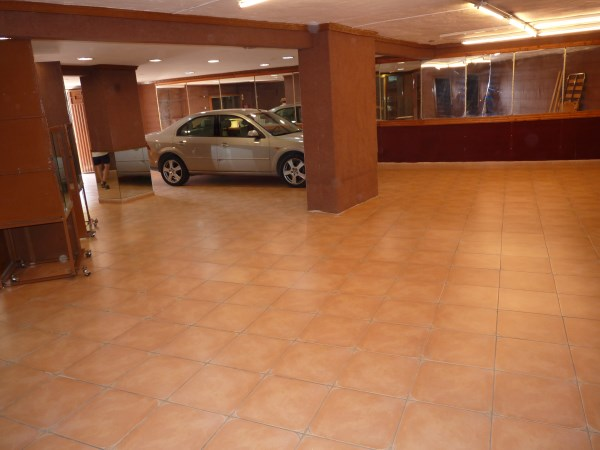 Well located enormous family home, 5 bedrooms, Garage.properties/12/26.jpg
