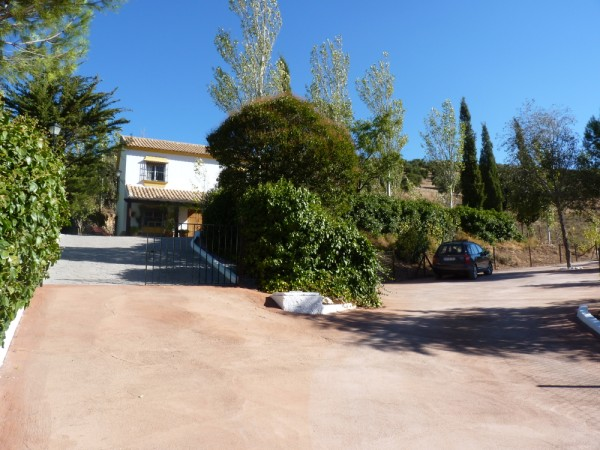 Lovely Finca with large olive and fruit groves, pool, spectacular views, near Antequera Town.properties/14/13.jpg