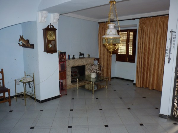 FANTASTIC OPPORTUNITY: 3 Bed, 2 Bath Townhouse. Central Location.properties/2/13.jpeg