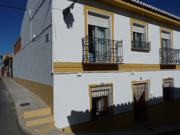 Substantial Townhouse with large garage   .properties/21/01.jpg