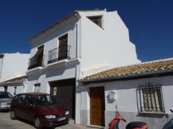 Reduced Price! Exclusive fully modernised house with stunning views in Antequera town. Garage. .properties/37/02.jpg