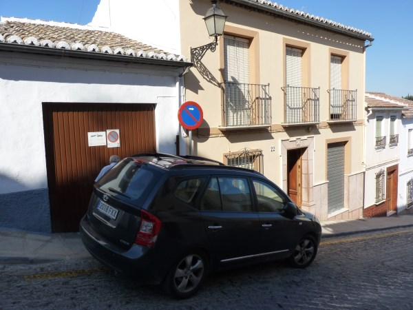 Large well priced 3 bedroomed corner house with garage in central Antequera town.properties/38/02.jpg
