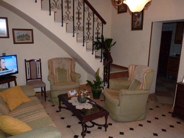 Large well priced 3 bedroomed corner house with garage in central Antequera town.properties/38/05.jpg