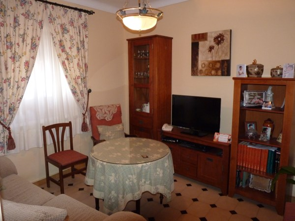 Large well priced 3 bedroomed corner house with garage in central Antequera town.properties/38/06.jpg