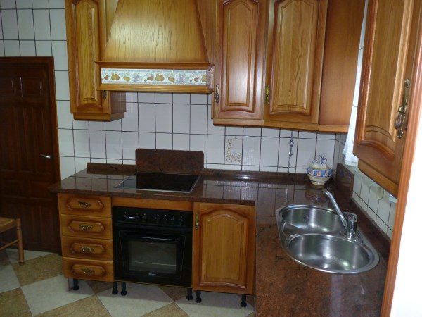 Large well priced 3 bedroomed corner house with garage in central Antequera town.properties/38/07.jpg