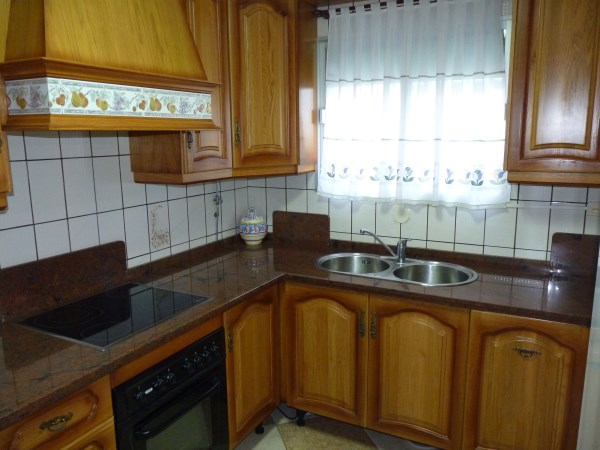 Large well priced 3 bedroomed corner house with garage in central Antequera town.properties/38/08.jpg