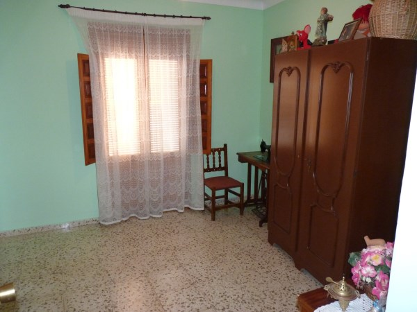Large well priced 3 bedroomed corner house with garage in central Antequera town.properties/38/09.jpg