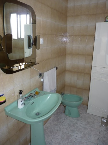 Large well priced 3 bedroomed corner house with garage in central Antequera town.properties/38/15.jpg