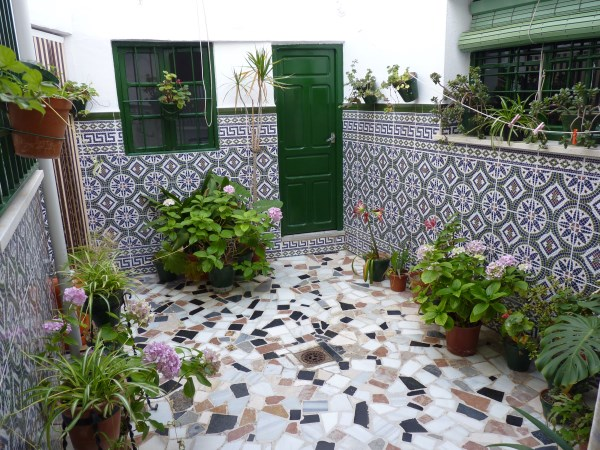 Large well priced 3 bedroomed corner house with garage in central Antequera town.properties/38/16.jpg