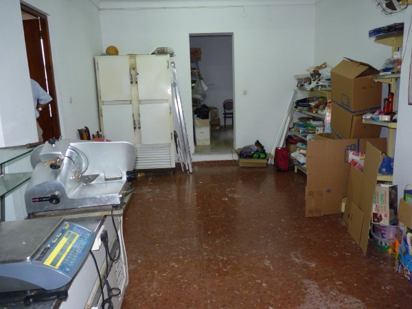 Large well priced 3 bedroomed corner house with garage in central Antequera town.properties/38/17.jpg