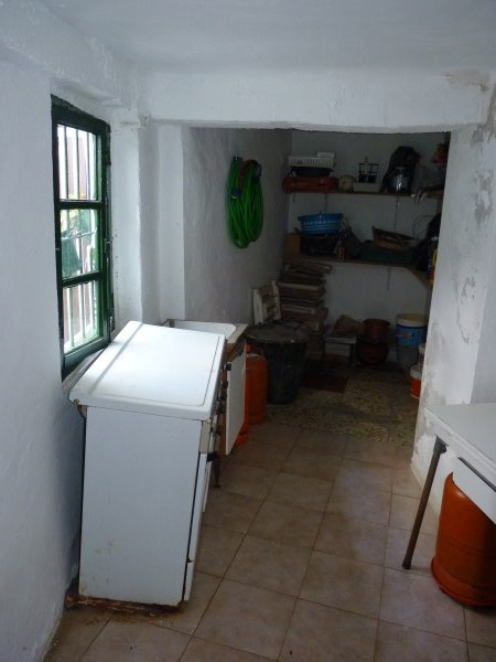 Large well priced 3 bedroomed corner house with garage in central Antequera town.properties/38/19.jpg