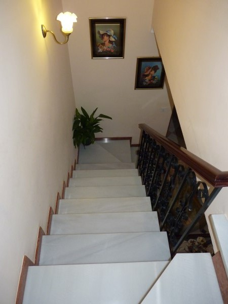 Large well priced 3 bedroomed corner house with garage in central Antequera town.properties/38/21.jpg