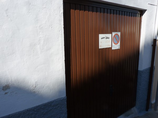Large well priced 3 bedroomed corner house with garage in central Antequera town.properties/38/22.jpg