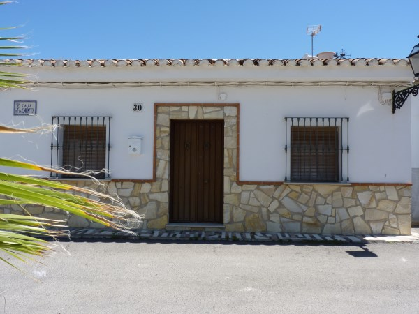 A charming compact house, in a tranquil location, with spacious private patio. Antequera town. .properties/39/01.jpg