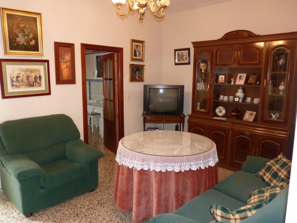 A charming compact house, in a tranquil location, with spacious private patio. Antequera town. .properties/39/04.jpg