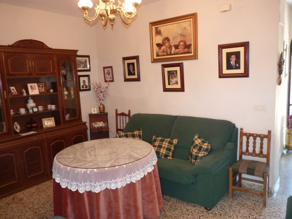 A charming compact house, in a tranquil location, with spacious private patio. Antequera town. .properties/39/05.jpg