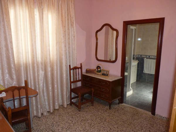 A charming compact house, in a tranquil location, with spacious private patio. Antequera town. .properties/39/09.jpg
