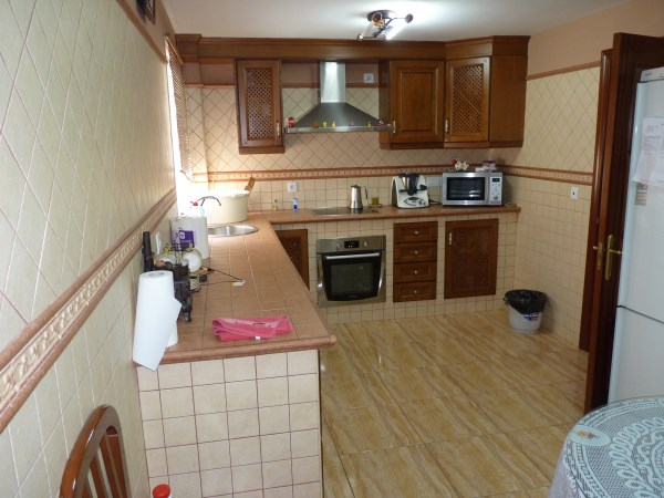 Nicely presented 3 bedroom townhouse near Antequera Sports Club. Large garage. .properties/42/05.jpg
