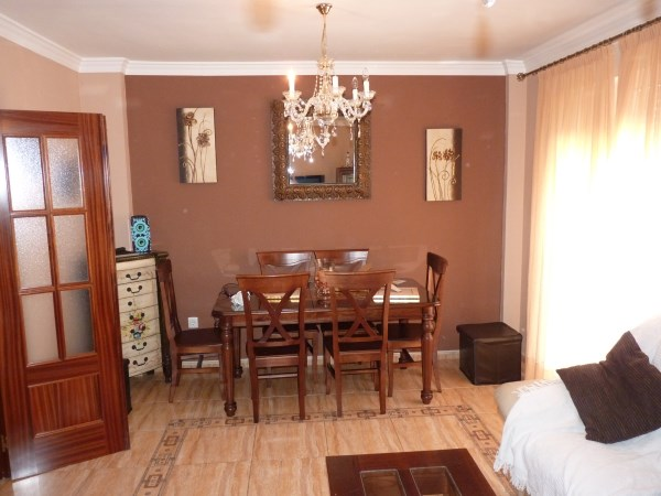 Nicely presented 3 bedroom townhouse near Antequera Sports Club. Large garage. .properties/42/11.jpg