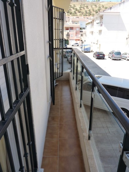 Nicely presented 3 bedroom townhouse near Antequera Sports Club. Large garage. .properties/42/13.jpg
