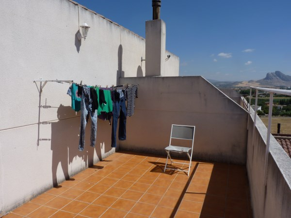 Nicely presented 3 bedroom townhouse near Antequera Sports Club. Large garage. .properties/42/28.jpg