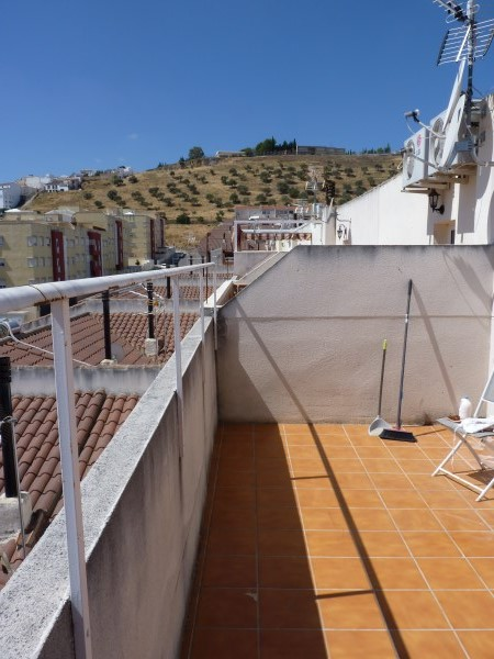 Nicely presented 3 bedroom townhouse near Antequera Sports Club. Large garage. .properties/42/30.jpg