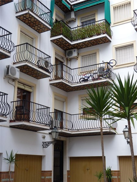 Very well located 3 bedroom apartment in private courtyard.properties/43/02.jpg