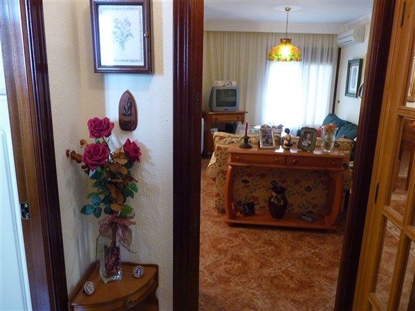 Very well located 3 bedroom apartment in private courtyard.properties/43/08.jpg