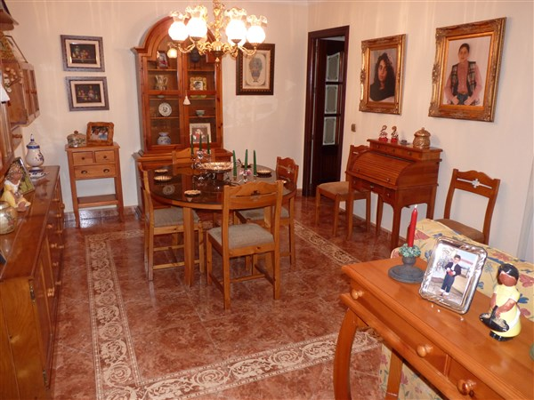 Very well located 3 bedroom apartment in private courtyard.properties/43/09.jpg