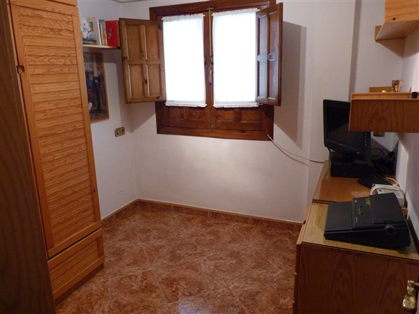 Very well located 3 bedroom apartment in private courtyard.properties/43/15.jpg