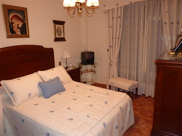 Very well located 3 bedroom apartment in private courtyard.properties/43/17.jpg