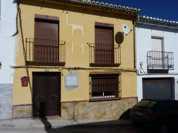 Bargain priced 3 bedroom 2 bathroom townhouse. Antequera town.