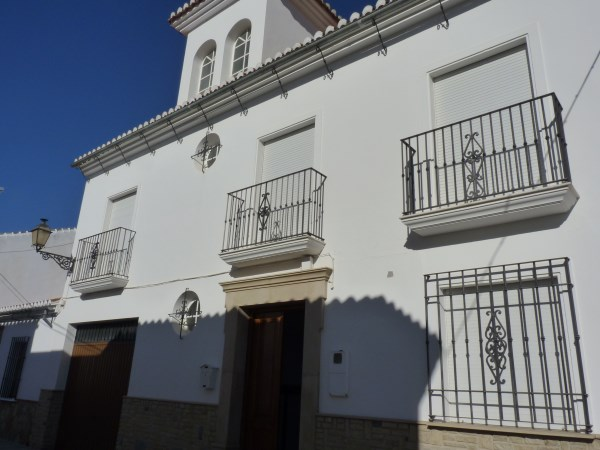 Beautiful 4 Bedroom Semi Detached Townhouse, with large garage. Antequera town.