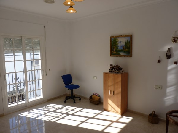 Beautiful 4 Bedroom Semi Detached Townhouse, with large garage. Antequera town.   .properties/8/10.jpg