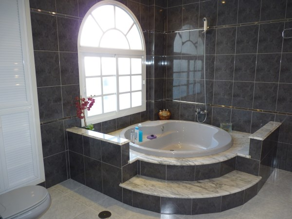 Beautiful 4 Bedroom Semi Detached Townhouse, with large garage. Antequera town.   .properties/8/12.jpg