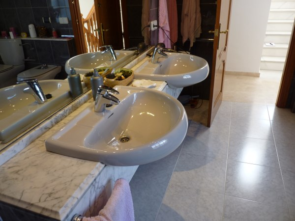 Beautiful 4 Bedroom Semi Detached Townhouse, with large garage. Antequera town.   .properties/8/13.jpg