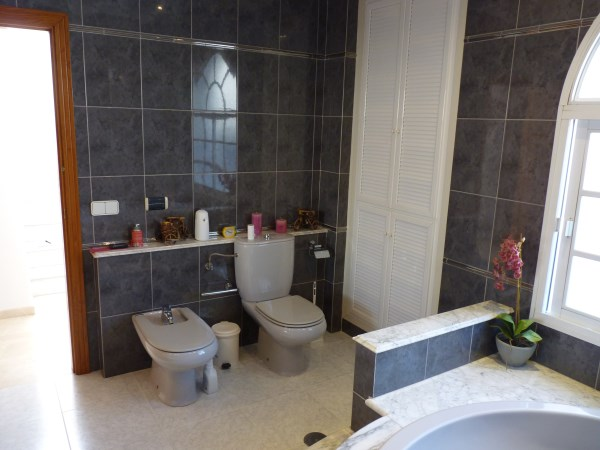 Beautiful 4 Bedroom Semi Detached Townhouse, with large garage. Antequera town.   .properties/8/14.jpg