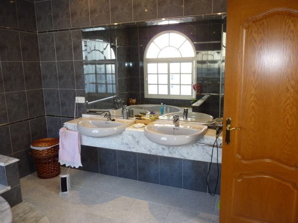 Beautiful 4 Bedroom Semi Detached Townhouse, with large garage. Antequera town.   .properties/8/15.jpg