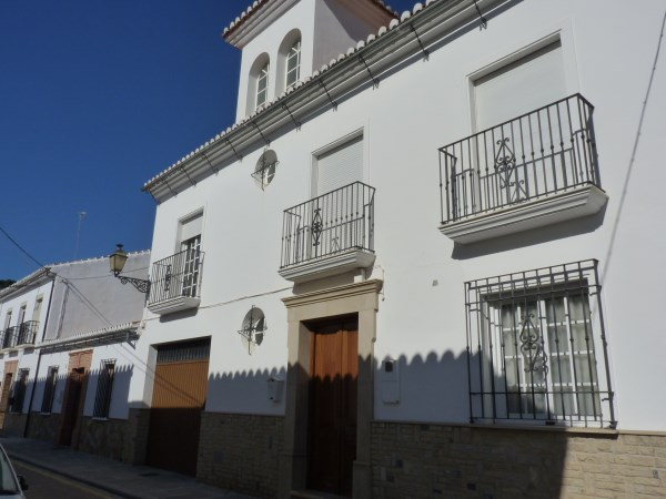 Beautiful 4 Bedroom Semi Detached Townhouse, with large garage. Antequera town.   .properties/8/29.jpg