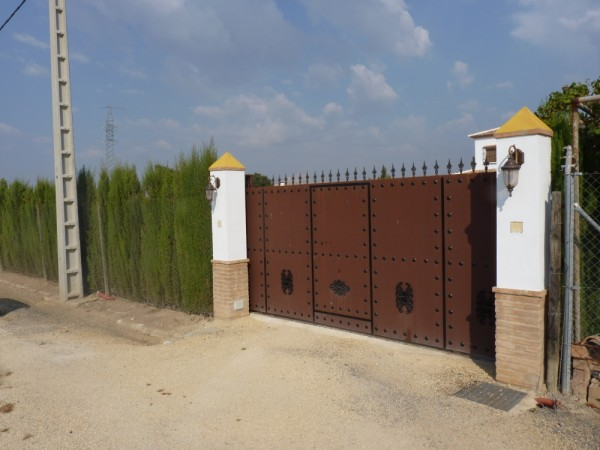 Private Villa with land. 5 minutes Antequera Town. Great opportunity for making a tailor made home with enormous gardens.properties/9/02.jpeg