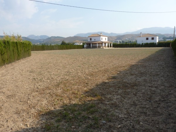 Private Villa with land. 5 minutes Antequera Town. Great opportunity for making a tailor made home with enormous gardens.properties/9/14.jpeg