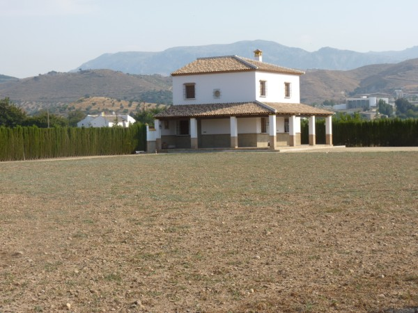 Private Villa with land. 5 minutes Antequera Town. Great opportunity for making a tailor made home with enormous gardens.properties/9/15.jpeg