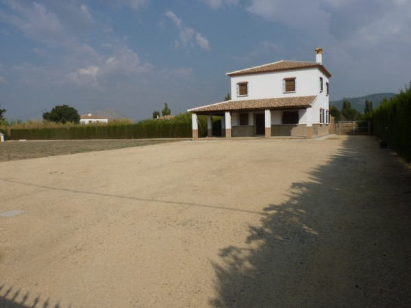Private Villa with land. 5 minutes Antequera Town. Great opportunity for making a tailor made home with enormous gardens.properties/9/21.jpeg
